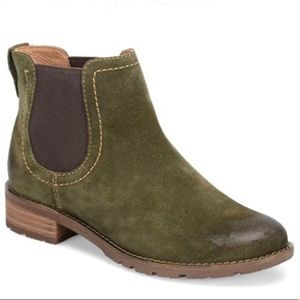 Sofft Shelby Olive Suede Bootie - size 7 1/2